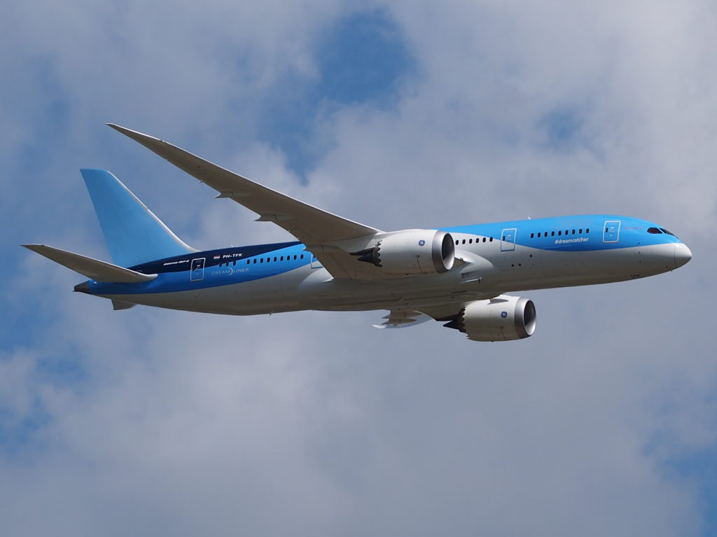 Boeing-787-8-Dreamliner